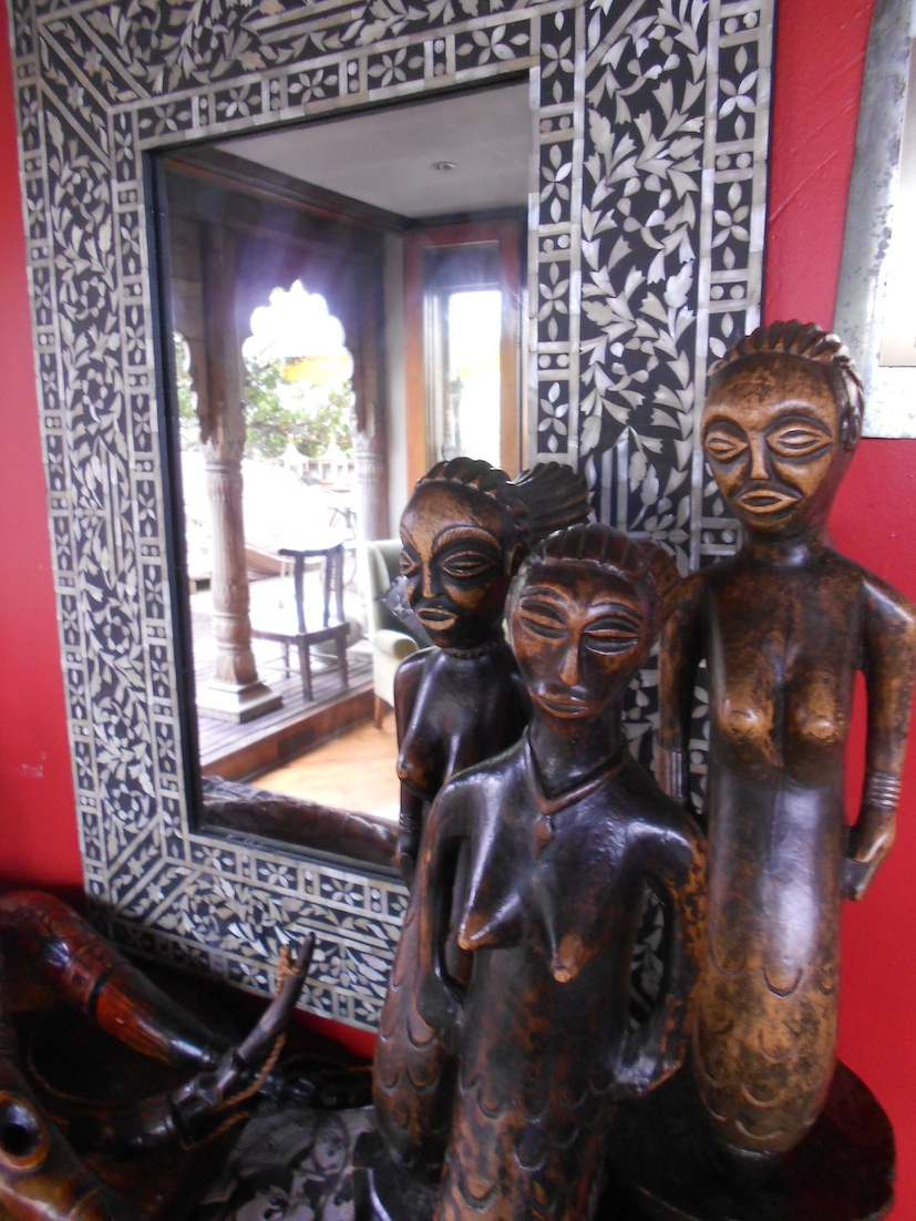 Mirror with wooden statues