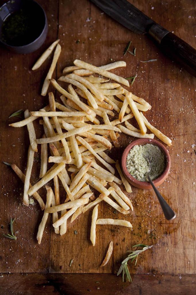 Fries with lemon, rosemary salt