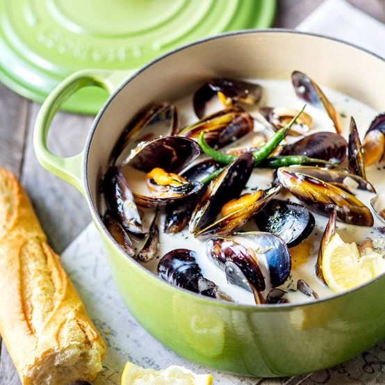 Le Creuset's Mussels in a Creamy Sauce