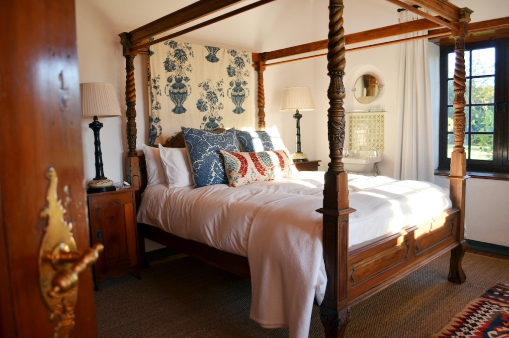 A bedroom in Rhodes Cottage