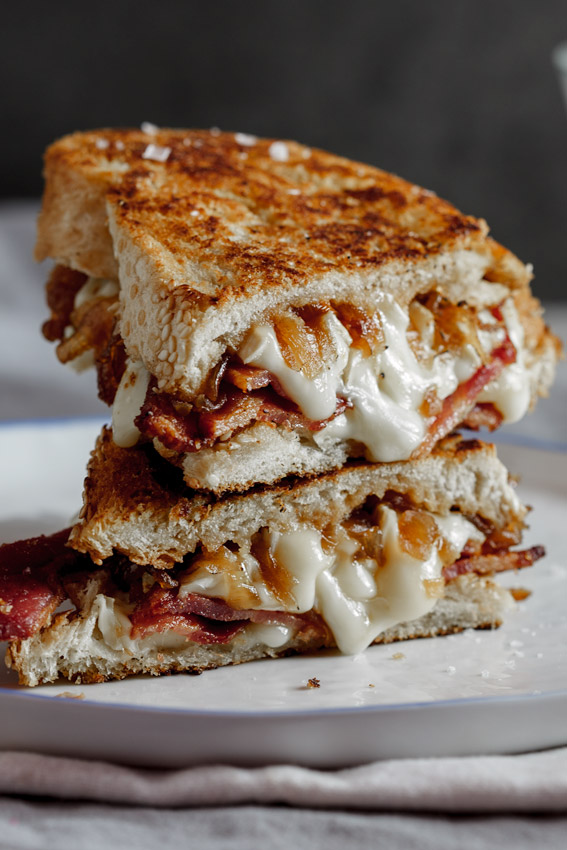 Crispy bacon & brie grilled cheese sandwich with caramelised onions ...