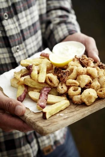 Tray Foulkess Calamari & Rustic Chips