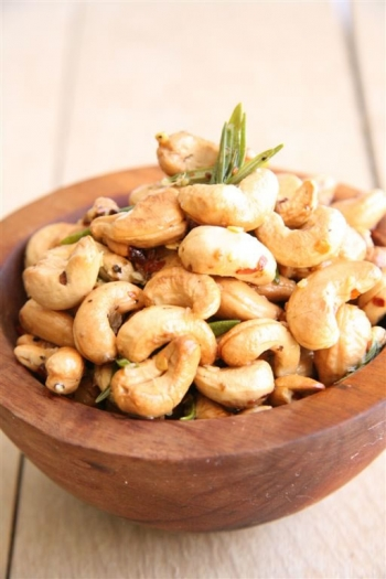 Tracy Foulkess roasted & salted cashew nuts