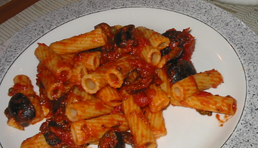 RIgatoni_with_Puttanesca