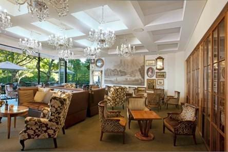 Vineyard Hotel Garden Lounge