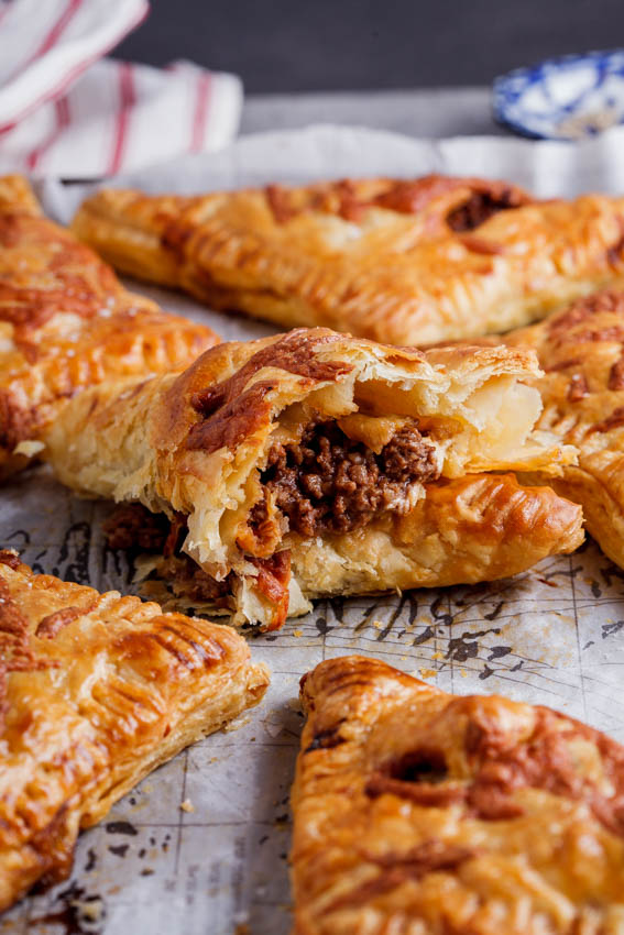 Alida Ryders Cheesy Bolognese Pies