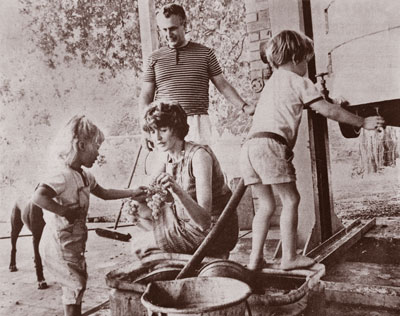 Young-family-(Spatz,-Vera-with-Nora-and-Victor)