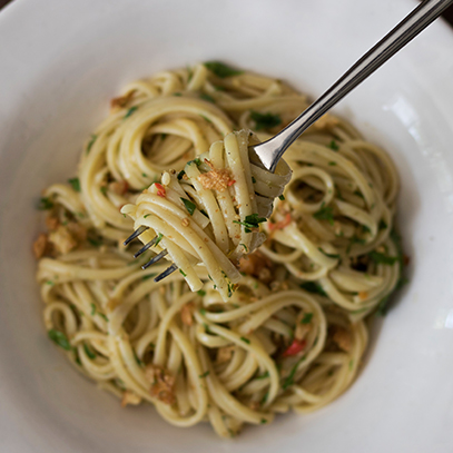 Ina Paarman's Anchovy_Pasta_with_Galric_Breadcrumbs